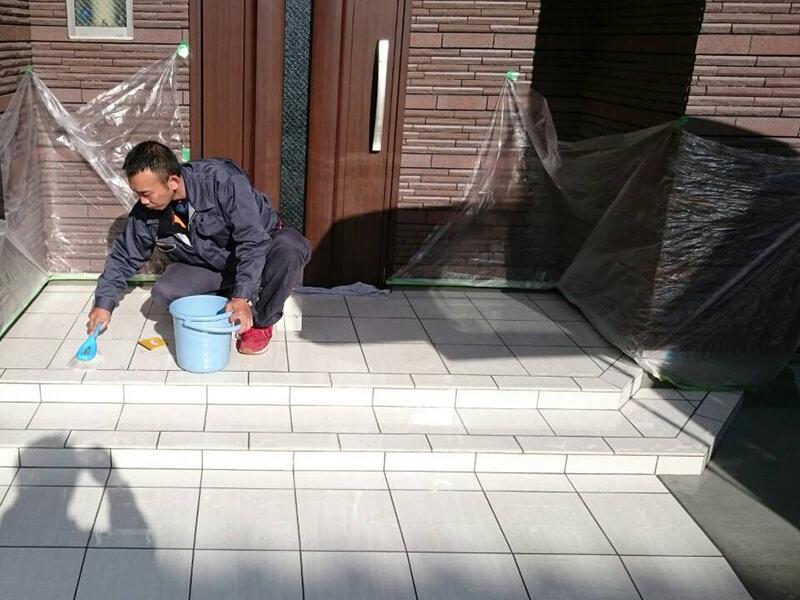 玄関タイルの滑り止め施工