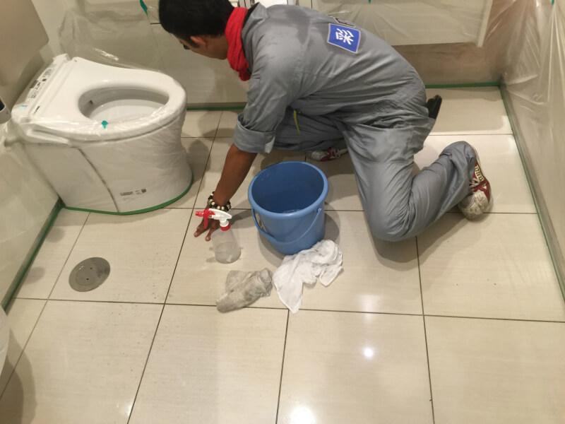多目的トイレの滑り止め施工