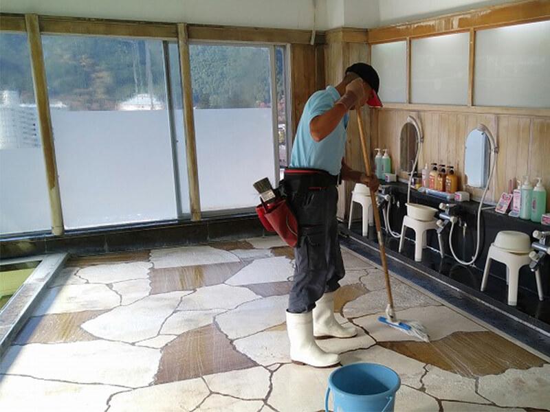 温泉施設の滑り止め施工