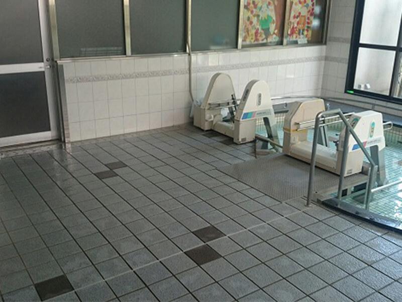 老人介護施設、浴室タイルの滑り止め施工